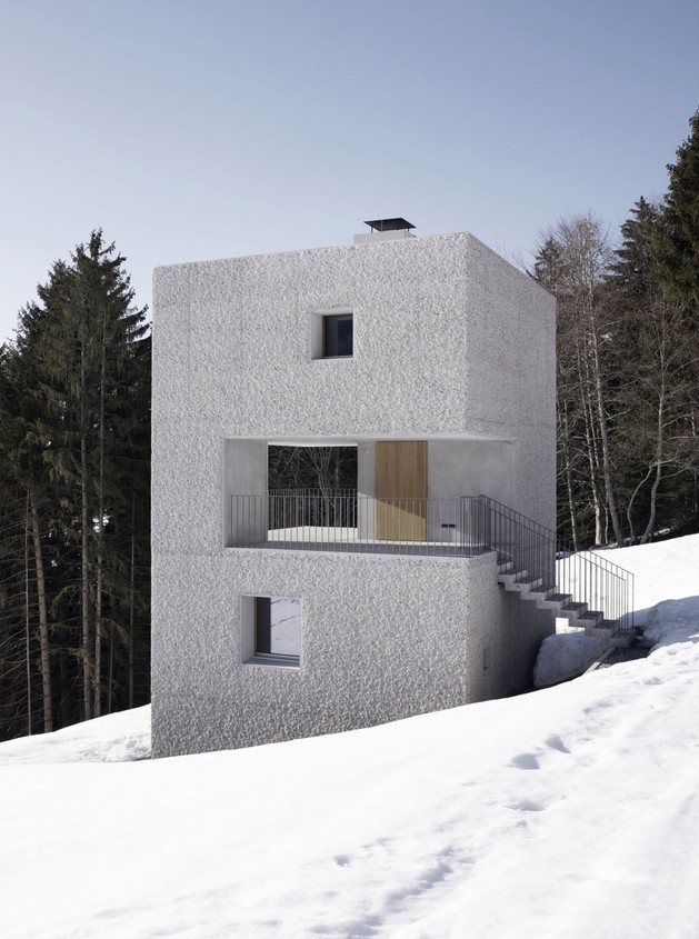 cubic-concrete-mountain-cabin-by-marte.marte-architekten-4.jpg