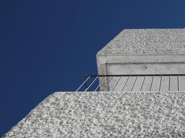 cubic-concrete-mountain-cabin-by-marte.marte-architekten-5.jpg