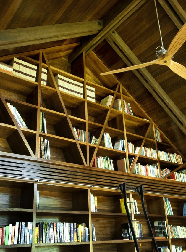 dramatic-ceilings-glass-walls-define-jamberoo-farm-house-7-library.jpg