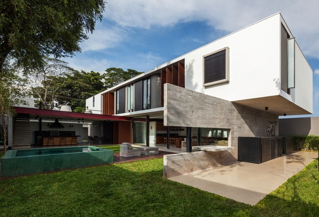 dual direction concrete home surrounds poolside courtyard brazil 1 thumb 630x430 19826 Dual Direction Concrete Home Surrounds Poolside Courtyard in Brazil