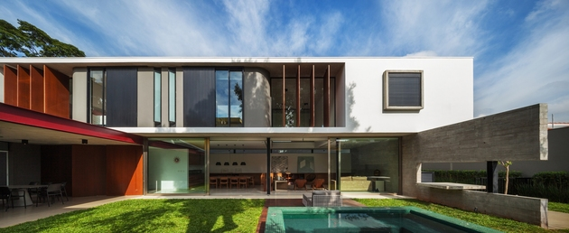 dual-direction-concrete-home-surrounds-poolside-courtyard-brazil-4-pool.jpg