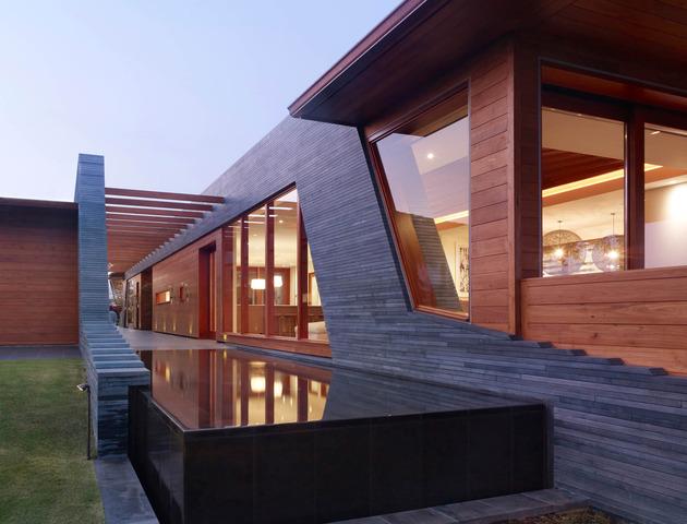 eco-friendly-kona-home-hawaiian-craftsmanship-modern-details-10-privacy-screen.jpg
