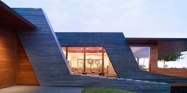 eco friendly kona home hawaiian craftsmanship modern details 2 facade thumb 630x312 18415 Amazing Eco friendly Home with Infinity Pool