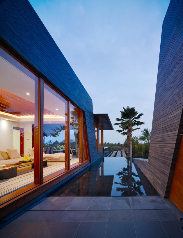 eco-friendly-kona-home-hawaiian-craftsmanship-modern-details-9-side-pool.jpg