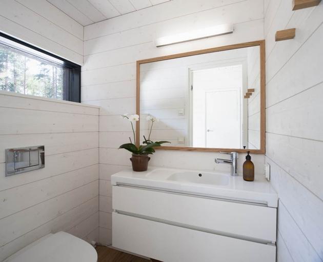 entry-summer-villa-vi-slices-through-home-to-lakeside-dock-10-bathroom.jpg