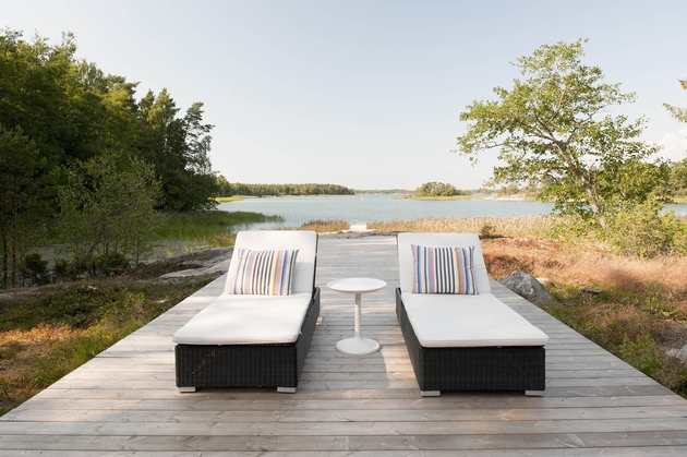 entry-summer-villa-vi-slices-through-home-to-lakeside-dock-12-walkway.jpg