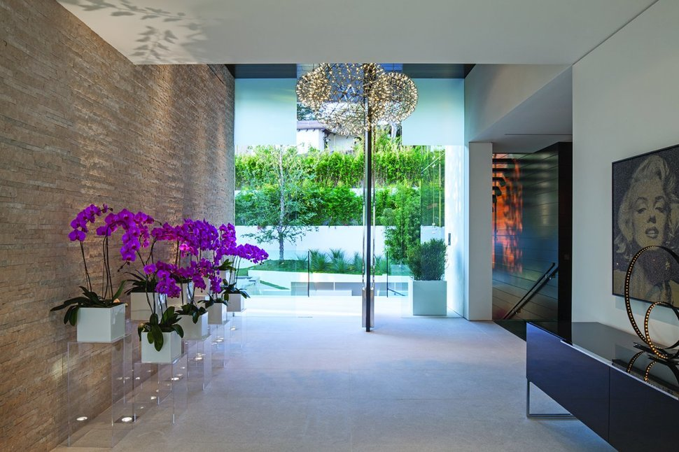 Extravagant Contemporary Beverly Hills Mansion With Creatively