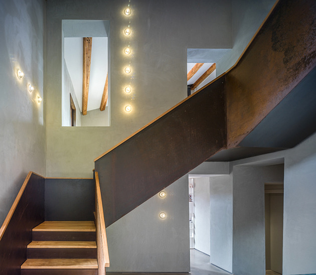 fantastic-spanish-estate-renovation-preserves-precious-traditional-architecture-7-staircase.jpg