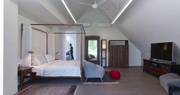 gabled-roof-jazzes-up-minimalist-y-house-singapore-17-master-suite.jpg