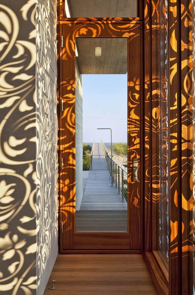 hamptons-beach-house-with-elegant-metal-screen-5.jpg