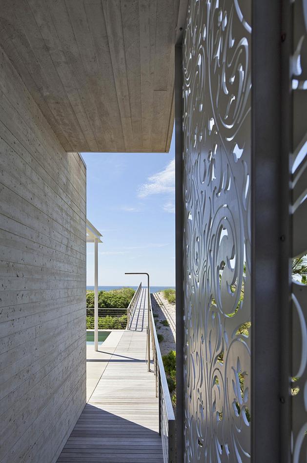 hamptons-beach-house-with-elegant-metal-screen-6.jpg