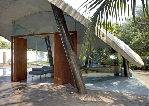 indoor-outdoor-home-india-sheltered-concrete-leaves-4-living.jpg
