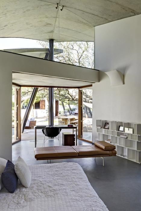 indoor-outdoor-home-india-sheltered-concrete-leaves-9-master-bedroom.jpg