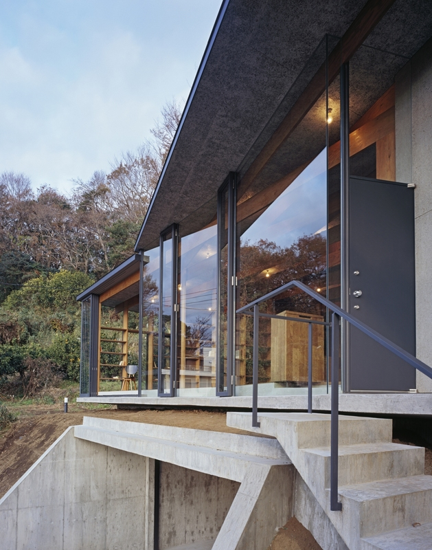 japanese-residence-with-wood-and-glass-geometry-14.jpg