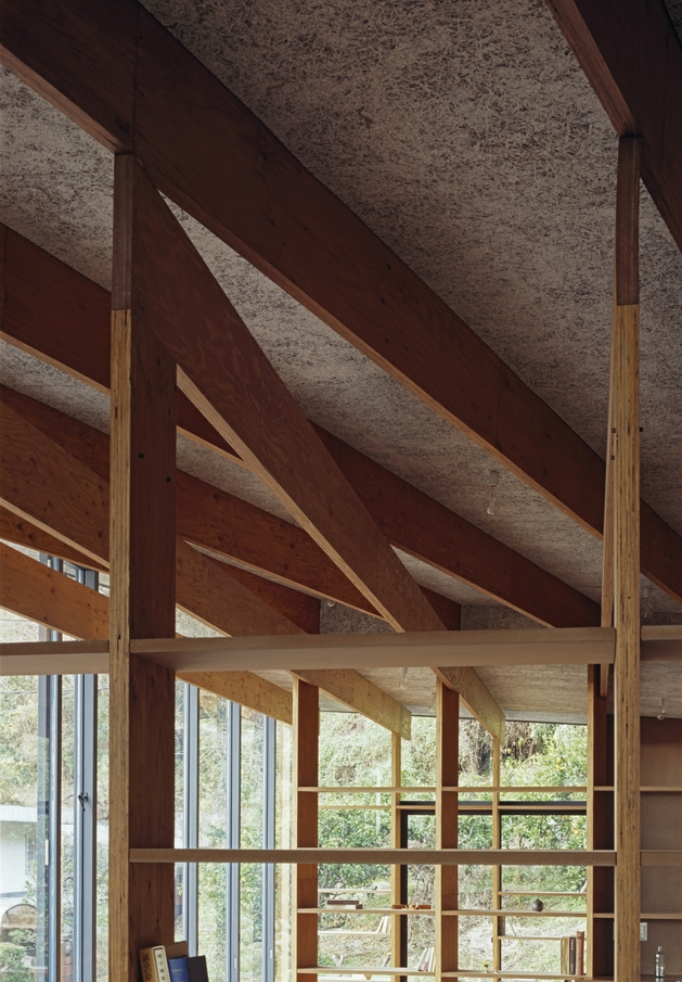 japanese-residence-with-wood-and-glass-geometry-16.jpg
