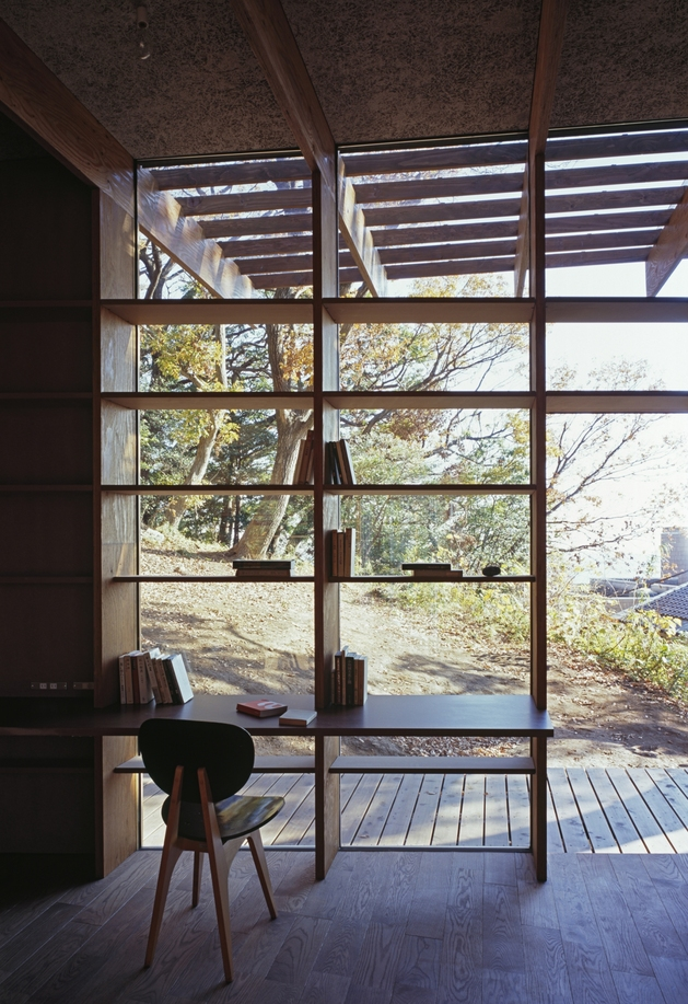 japanese-residence-with-wood-and-glass-geometry-17.jpg