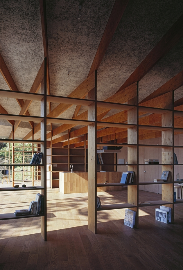 japanese-residence-with-wood-and-glass-geometry-18.jpg