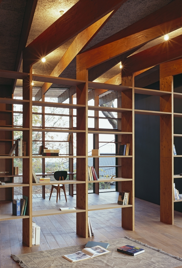 japanese-residence-with-wood-and-glass-geometry-21.jpg