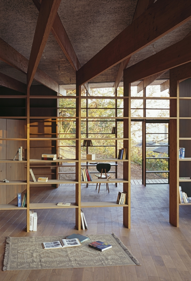 japanese-residence-with-wood-and-glass-geometry-22.jpg
