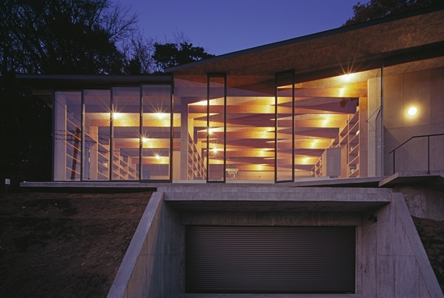 japanese-residence-with-wood-and-glass-geometry-4.jpg