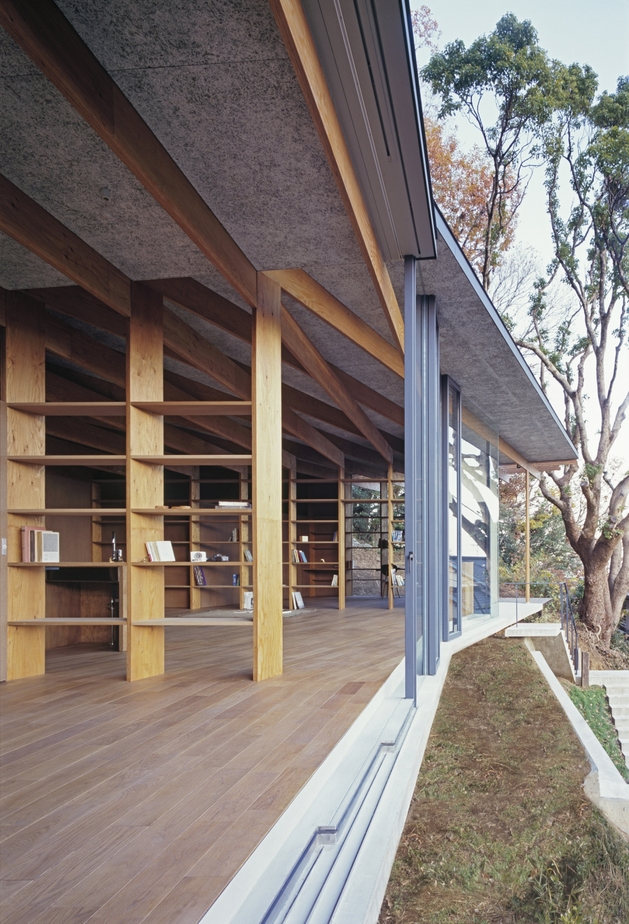 japanese-residence-with-wood-and-glass-geometry-8.jpg