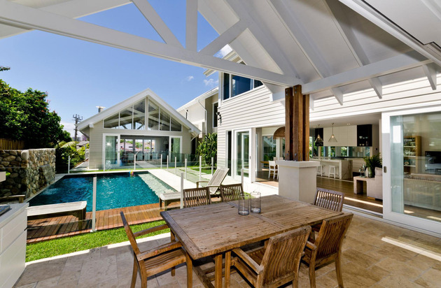 large-spaces-poolside-living-contemporary-seaside-home-11-poolside.jpg