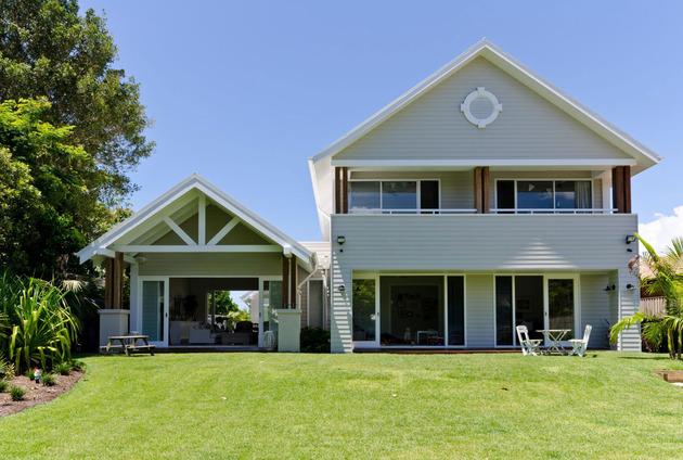 large-spaces-poolside-living-contemporary-seaside-home-21-seaside.jpg