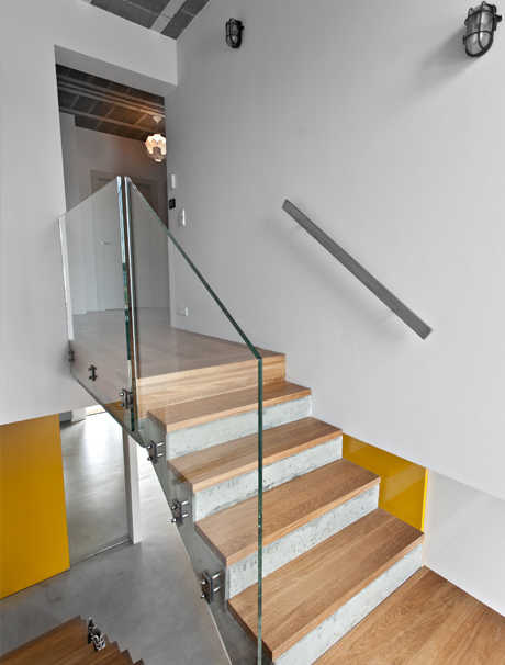 less-more-mantra-scandinavian-style-beam-block-house-11-stairs.jpg