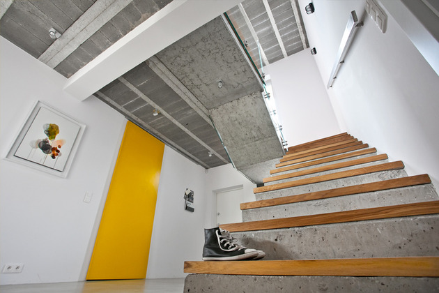 less-more-mantra-scandinavian-style-beam-block-house-7-stairs.jpg