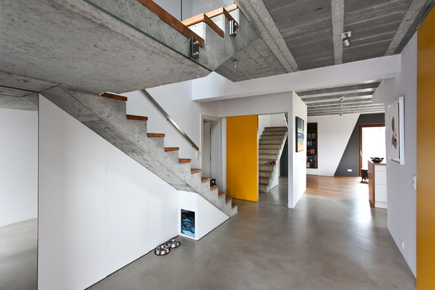 less-more-mantra-scandinavian-style-beam-block-house-9-stairs.jpg