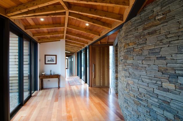 long-low-brewer-house-tucks-naturally-into-hillside-5-corridor.jpg