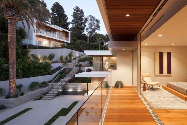 massive-ultramodern-hillside-los-angeles-jet-set-estate-24-guest-lights.jpg