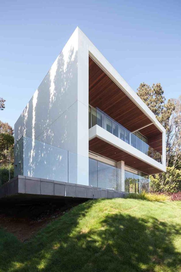 massive-ultramodern-hillside-los-angeles-jet-set-estate-25-guest-close.jpg
