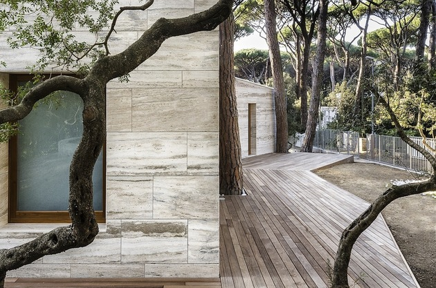 minimal-italian-home-blends-unique-stone-wood-finishes-5-trees.jpg