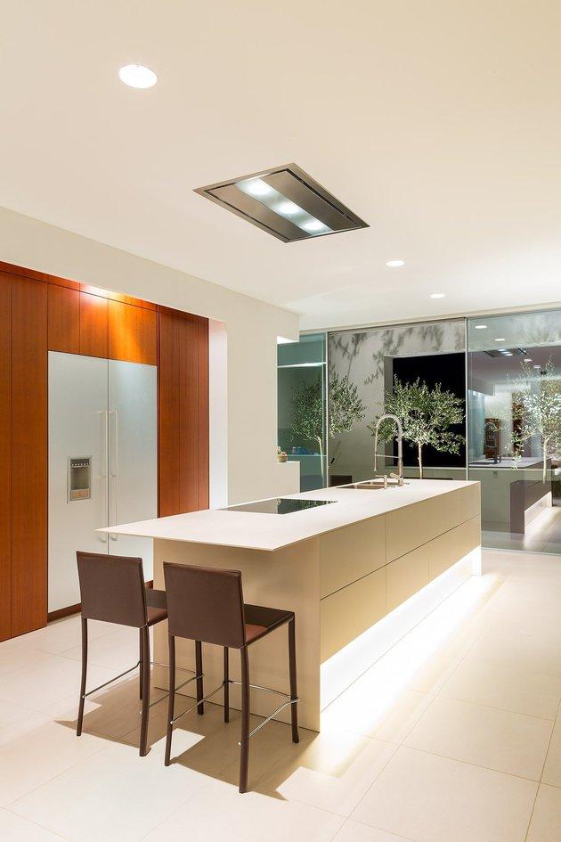 minimalist-mountain-top-home-panoramic-lake-views-16-kitchen.jpg
