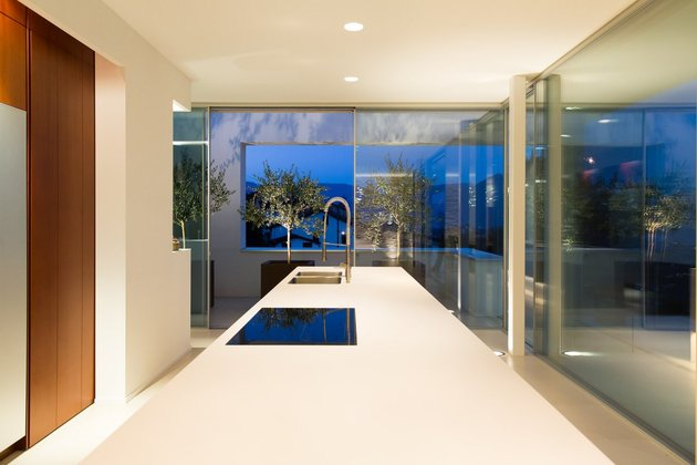 minimalist-mountain-top-home-panoramic-lake-views-18-kitchen.jpg