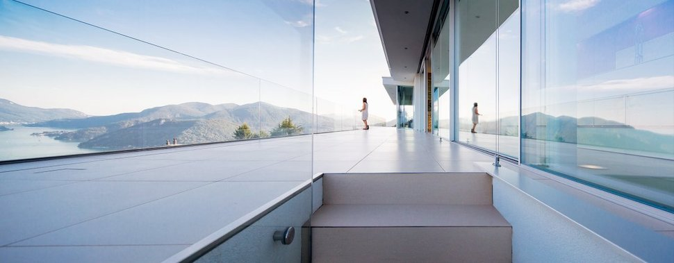 View In Gallery Minimalist Mountain Top Home Panoramic Lake Views 26