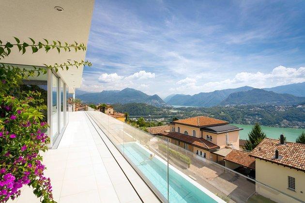minimalist-mountain-top-home-panoramic-lake-views-27-pool.jpg