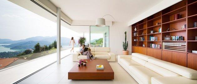 minimalist-mountain-top-home-panoramic-lake-views-7-living.jpg
