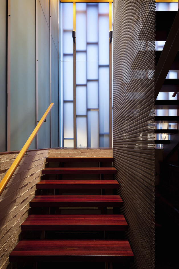 modern-architecture-versus-vintage-interior-8.jpg