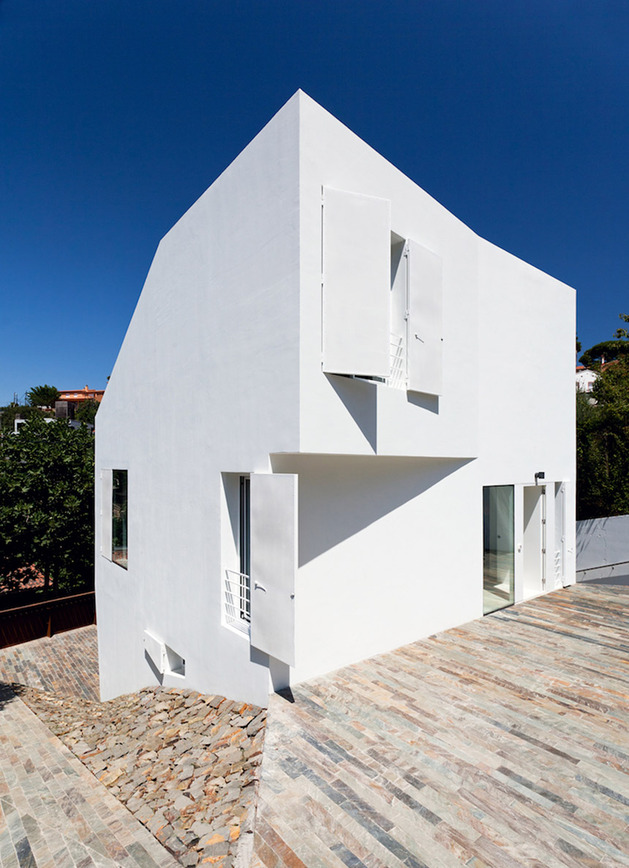 modern-barcelona-house-with-multifaceted-geometry-16.jpg