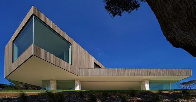 modern wood and glass australian beach house 2 thumb 630x328 17957 Modern Wood and Glass Australian Beach House