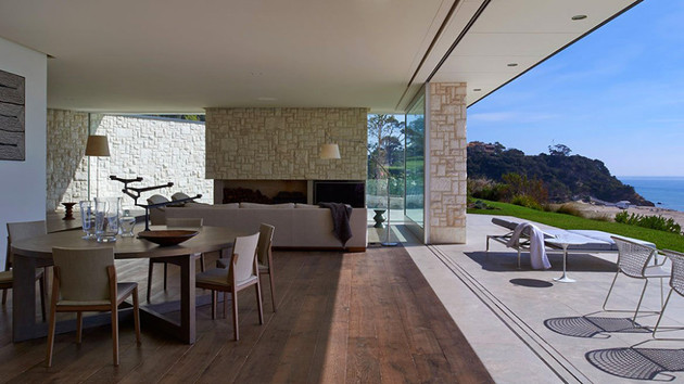 modern-wood-and-glass-australian-beach-house-4.jpg