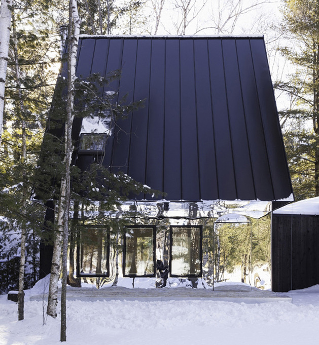 mountain cabin ontario mirrored facade uufie kawartha lake 1 thumb 630x681 22595 Mountain Cabin in Ontario Reflects Lakeside View with Mirrored Facade