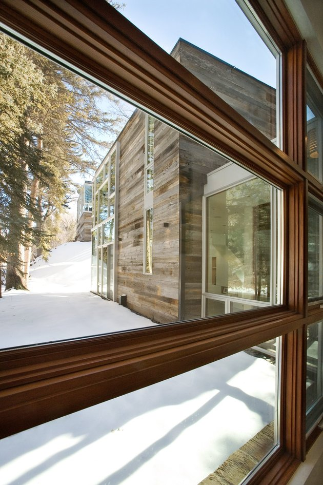 natural-wood-clad-colorado-home-designed-around-existing-trees-12.jpg.jpg