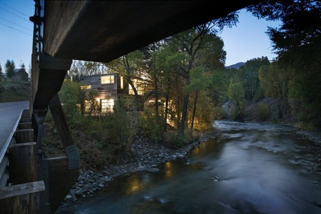 natural-wood-clad-colorado-home-designed-around-existing-trees-26.jpg