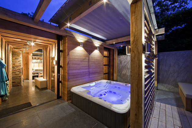 netherlands-wellness-centre-luxurious-indoor-outdoor-spa-choices-13-hot-tub.jpg