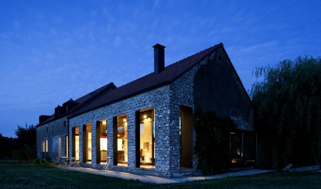 old-farmhouse-turned-contemporary-by-studio-farris-12.jpg
