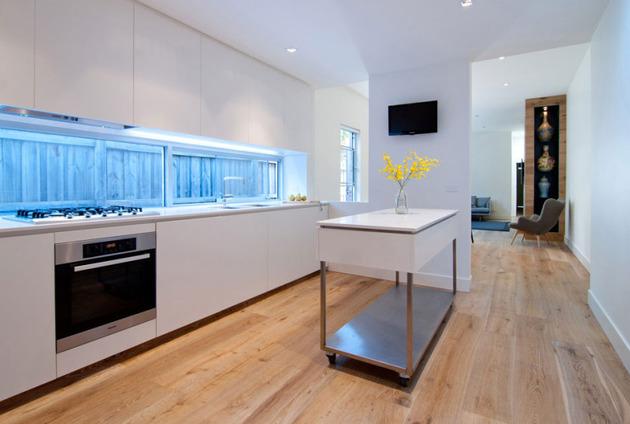 rachcoff-vella-architecture-warms-up-modern-homes-australia-wood-details-12-kitchen3.jpg
