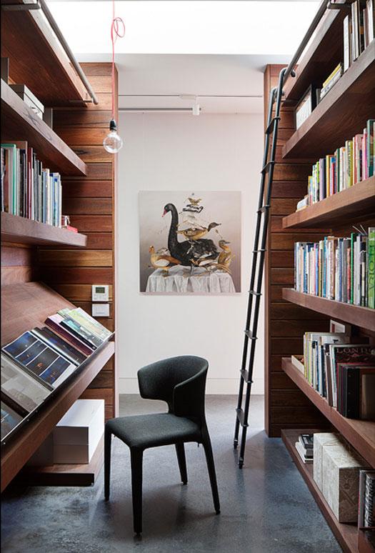 rachcoff-vella-architecture-warms-up-modern-homes-australia-wood-details-7-library.jpg